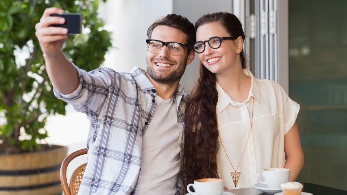 Dating Opera glasögon College Dating spel